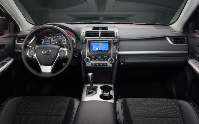 Интерьер Toyota Camry