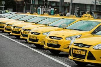 Парковый водитель такси